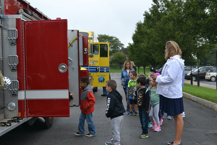 students looking at fire truck
